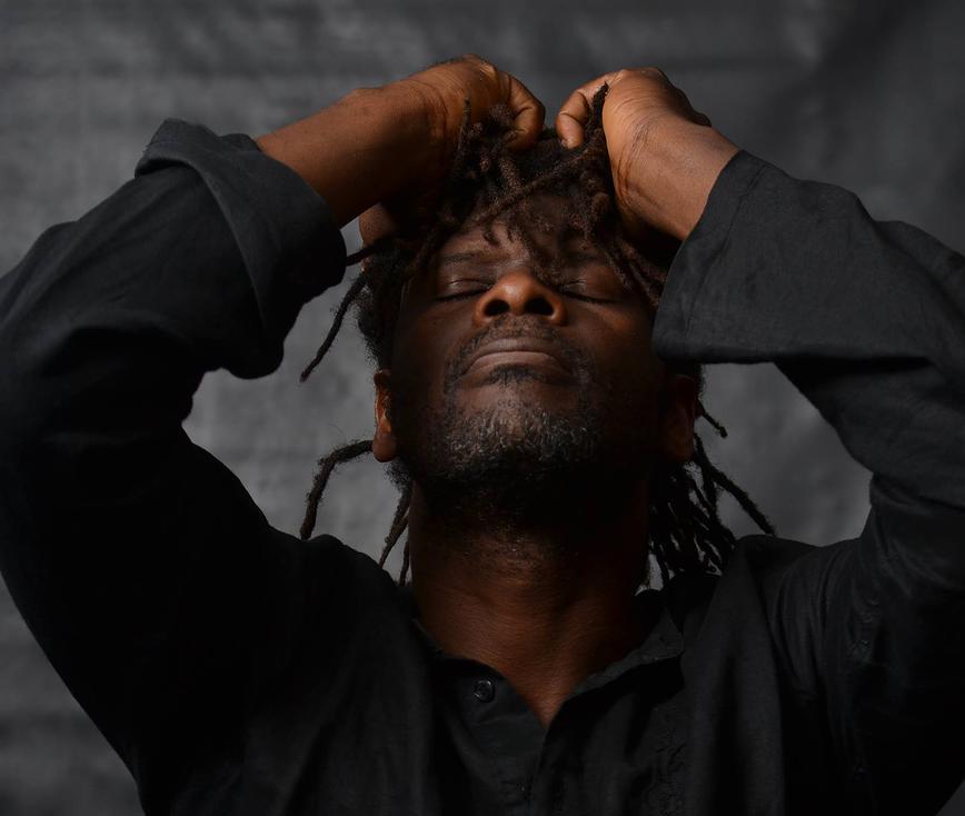 6.-Emmanuel-Djob-en-plein-méditation